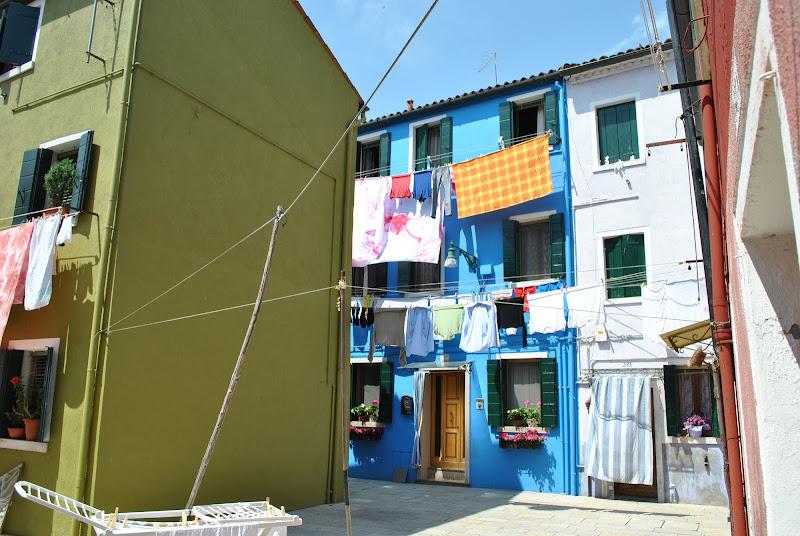 Panni stesi tra case e colori di rinorino51
