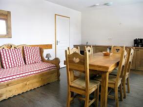 Photo: Coin salon et salle à manger d'un appartement de la résidence