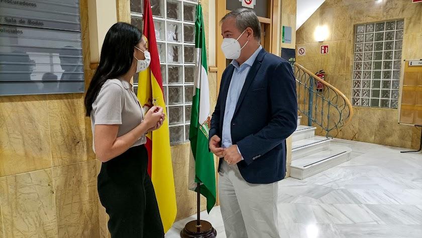 El delegado en su visita a Berja.