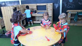 En este centro los niños aprenden mediante experiencias.