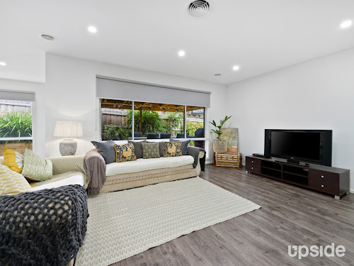 Photo of property at 2/11 Simpson Road, Ferntree Gully 3156