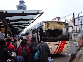 Photo: バスに乗り込みます。
