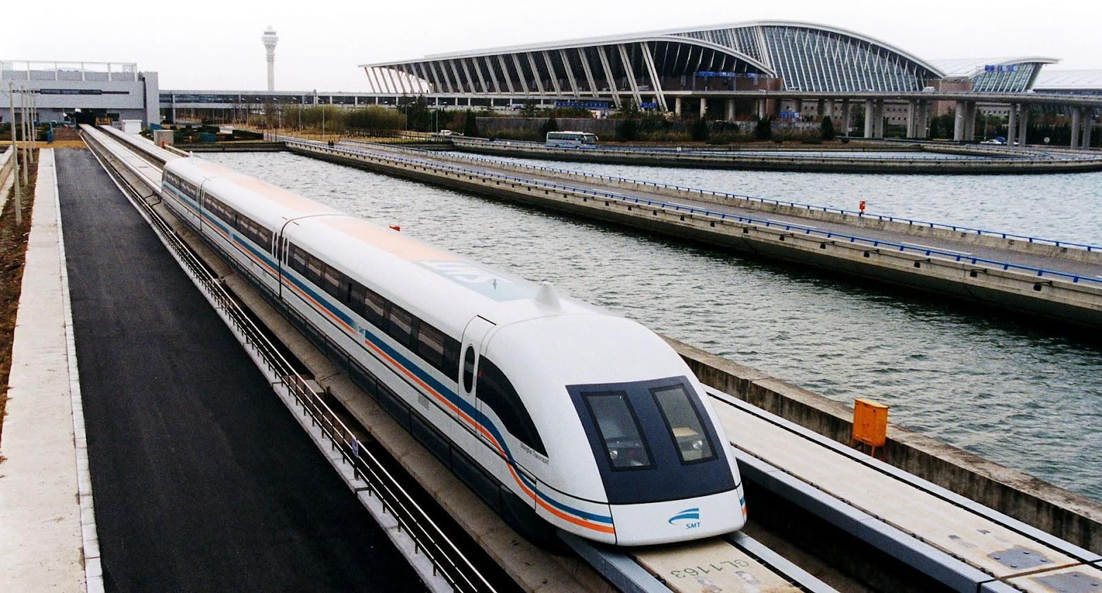 O Maglev de Shanghai é o trem mais rápido do mundo, chegando a 431 km/h. (Fonte: Wikimedia Commons)