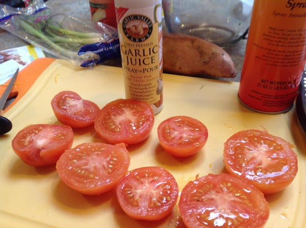 Wash tomatoes and cut circumference wise. Pat dry.