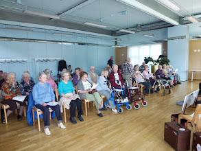 Photo: Langsam füllt sich der Mehrzweckraum mit gespanntem Publikum