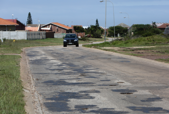 The pilot project will start in pothole-riddled Koraal Street in Jeffreys Bay