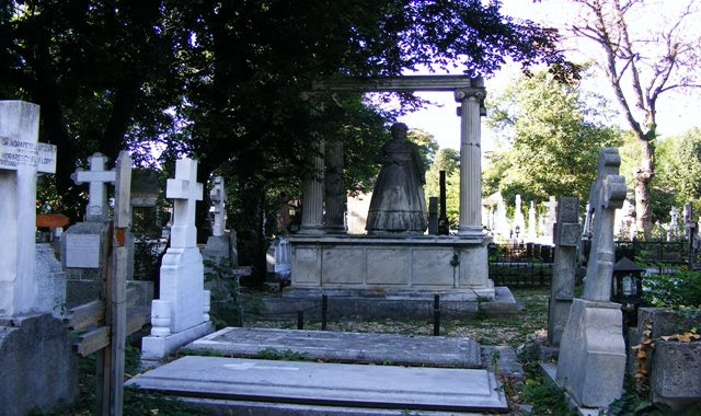 TOMBS AT BELLU CEMETERY IN BUCHAREST