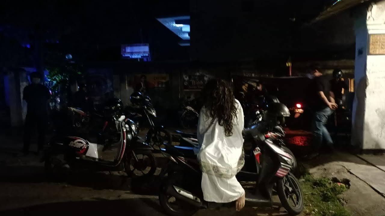 Kuntilanak Ini Bubarkan Kerumunan Warga Di Ponorogo
