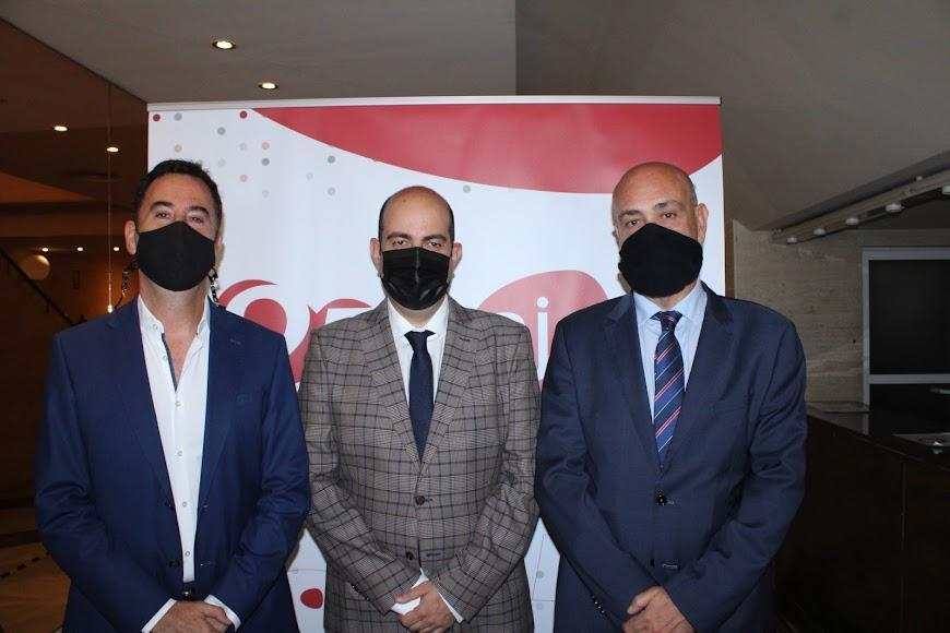José Luis Carrión, Carrida Grupo Inversor; José González, presidente de AJE; y José Manuel Martín, Dimensión Jurícica.