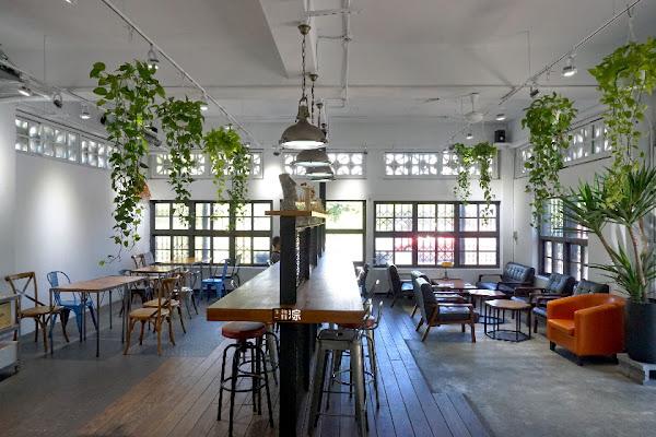 café Slow Train位在宜蘭的 工業復古風的小火車咖啡館,打卡必備的聚會點!