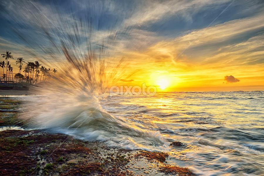 Go Off by Hendri Suhandi - Landscapes Sunsets & Sunrises ( bali, manyar, indonesia, sunset, travel, beach, sunrise )