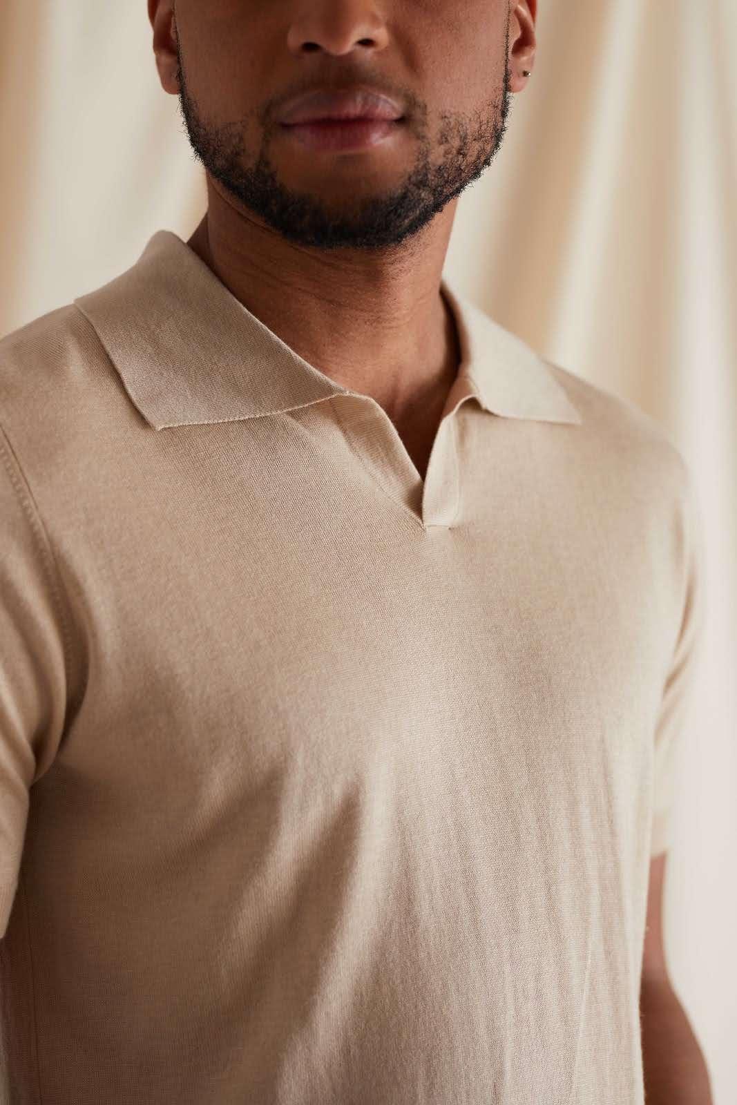 Man Fine Knit Open Collar T-shirt