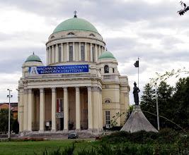 Photo: A klasszicizáló empire stílusban épített 20. századi templom, mely Budapesten, a VIII. kerületben, a tisztviselőtelepi volt Rezső téren található.  http://budapestcity.org/05-templomok/08/templom-Rezso-ter/index-hu.htm