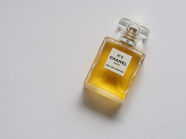 香水-淡香水-古龍水-香精差異
