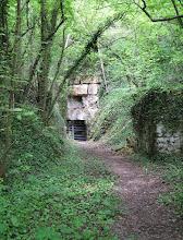 Photo: entrée d'une ancienne champignonnière (commune de Rocquemont)