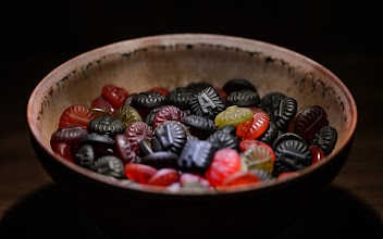 """Photo: This photo appeared in an article on my blog on Mar 2, 2013. この写真は3月2日ブログの記事に載りました。 """"Priceless: Candy and Pottery in a Surprisingly Tasteful Display"""" http://regex.info/blog/2013-03-02/2220"""