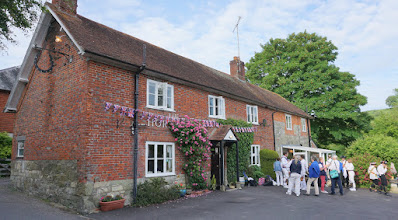 Photo: SATURDAY EVENING AT OUR FAVOURITE PUB .. ' THE HORSESHOE INN, EBBESBOURNE WAKE '  http://www.sawdays.co.uk/pubs/britain/england/wiltshire/the-horseshoe-inn