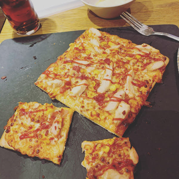 American BBQ pizza