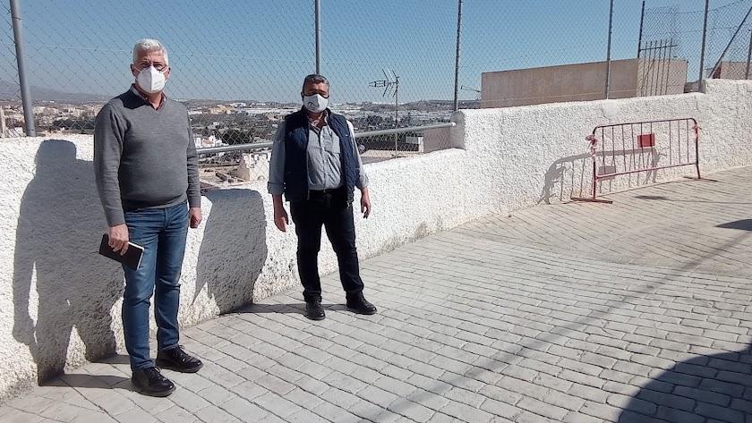 Ismael Torres y el concejal de Obras Públicas, Juan Luque, en la calle Gran Capitán.