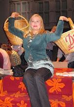 """Photo: Abschied von der OPER KÖLN vor deren Renovierung (Juni 2012). """"Meistersängerin Ursula Meinardus verteilt Bretzen. Foto: Andrea Matzker/ Egon Schlesinger"""
