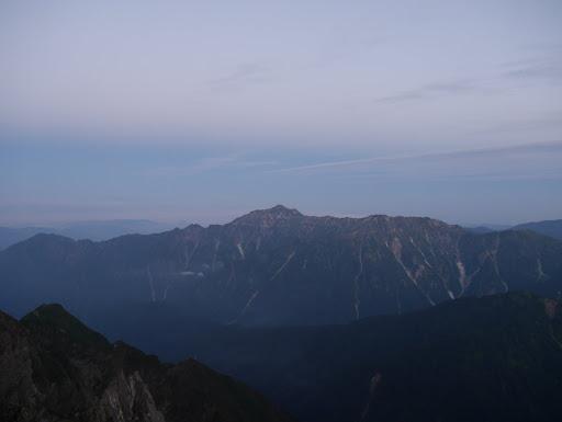 笠ヶ岳(左に白山)
