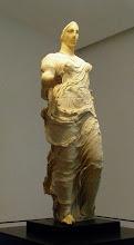 Photo: Venus of Morgantina, limetone body and marble head and members 410 BC .......... Venus van Morgantina, kalkstenen lichaam met marmeren hoofd en ledematen, 410 v.C.
