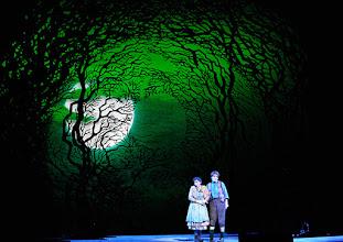Photo: Wiener Staatsoper: HÄNSEL UND GRETEL. Inszenierung Adrian Noble. Premiere 19.11.2015. Ileana Tonca, Daniela Sindram. Copyright: Barbara Zeininger