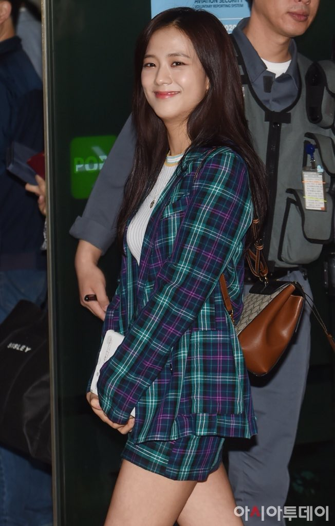 jisoo plaid 13