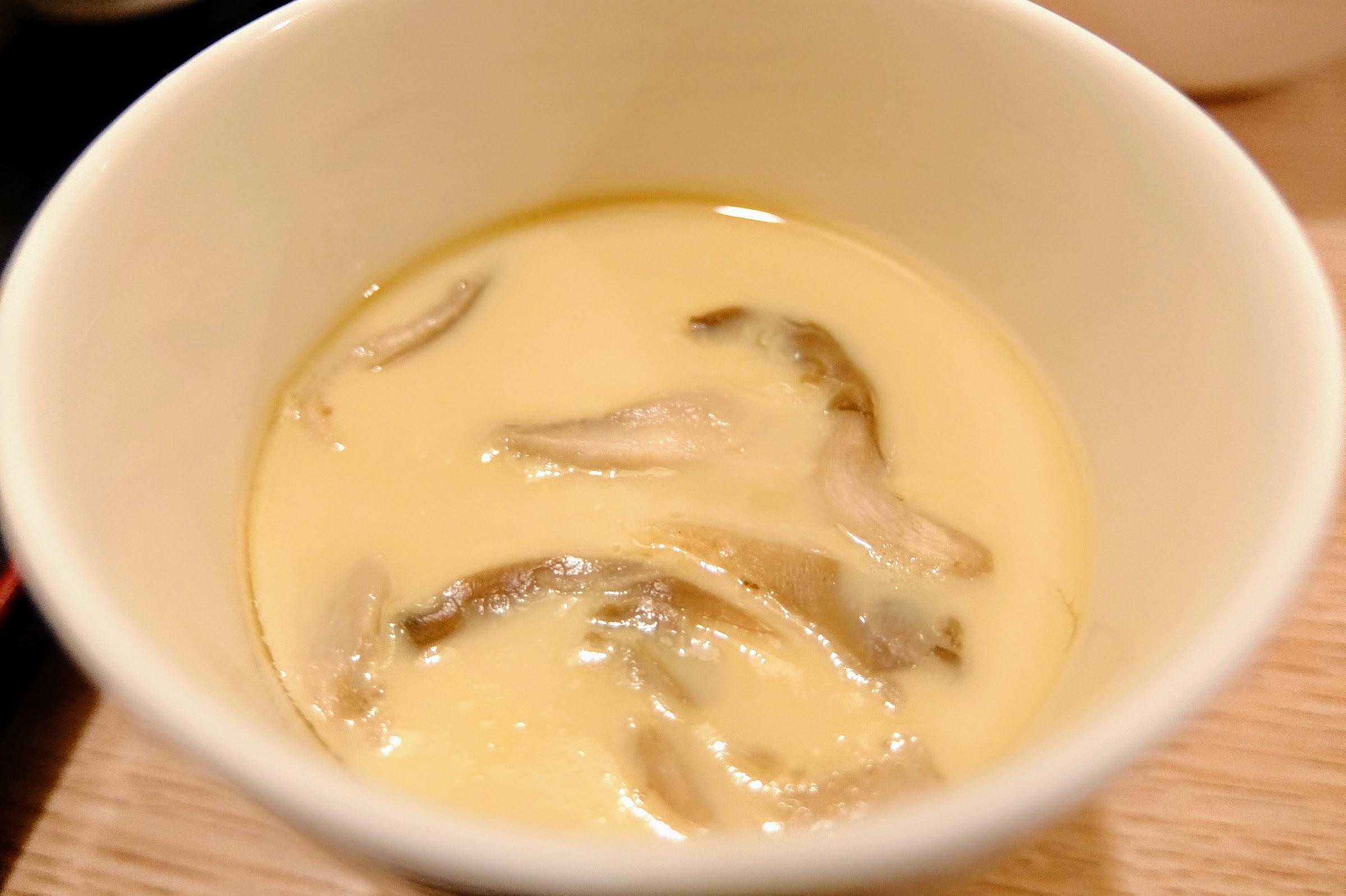 套餐內的蒸蛋,很大的亮點,因為超好吃的啊! 香菇味好濃厚