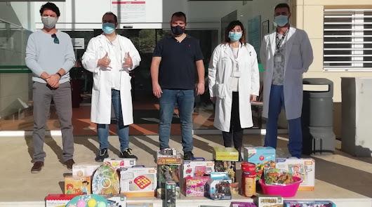 Donaciones de alimentos y juguetes en la Navidad solidaria del CC Torrecárdenas