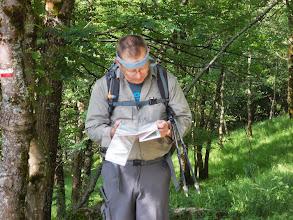 Photo: Le Boss étudie ses Cartes