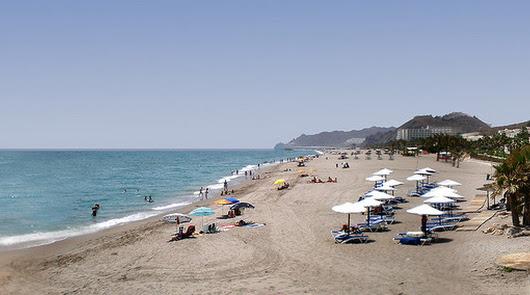 Mojácar no impondrá límites de tiempo ni parcelación a sus playas este verano