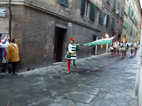 Photo: Contrada Oca festival extended to Sunday evening with a parade in the neighborhood streets.