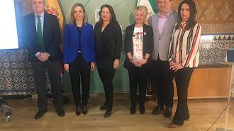 Los delegados de la Junta y la consejera de Agricultura.