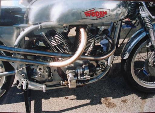500-jap-woden-monte-dans-une-partie-cycle-de-norton-manx-propose-par-machines-et-moteurs-le-specialiste-des-motos-anglaises-classiques