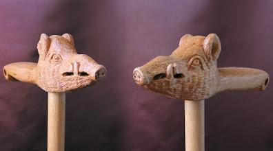 Photo: Bastón cabeza jabalí. Talla en madera. Woodcarving.    Para leer algo más en relación con esta obra ir al blog: http://tallaenmadera-woodcarving-esculturas.blogspot.com/2010/05/bastones-caballo-y-cabezas-de-mujer.html