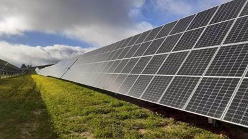 Endesa pone en marcha su primera fotovoltaica en Almería.