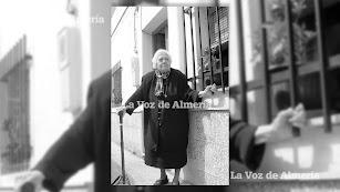 Juana era una mujer muy querida en el barrio de Regiones. Los vecinos le rindieron un homanaje allá por el año 2008, cuando era la abuela del barrio.