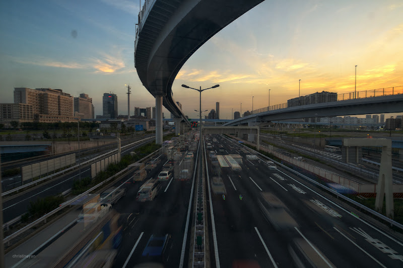 Photo: Shinonome Junction (東雲JCT) connecting Route 11 Daiba Line (11号台場線)... #elevatedexpressways  #architecture  #building  #daiba  #日本の夕焼け  #tokyophoto  #東京フォト