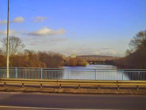 Photo: Blickvon der Bundesstraße 54 (Ruhrbrücke bei Herdecke) zum Ruhreck mit dem Kraftwerk Stiftsmühle und der BAB 1 (Hansalinie) davor.
