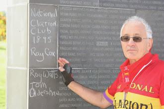 Photo: Manuel Moreno ante el muro de los nombres donde hemos pintado simbólicamente el nombre de los compañeros Ray Cox, Roy Watts y Tom Oldershaw.  Foto: Visualiza.info (CC-By-Sa)