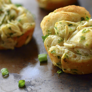 Cheesy Pull-Apart Garlic Rolls [Vegan].