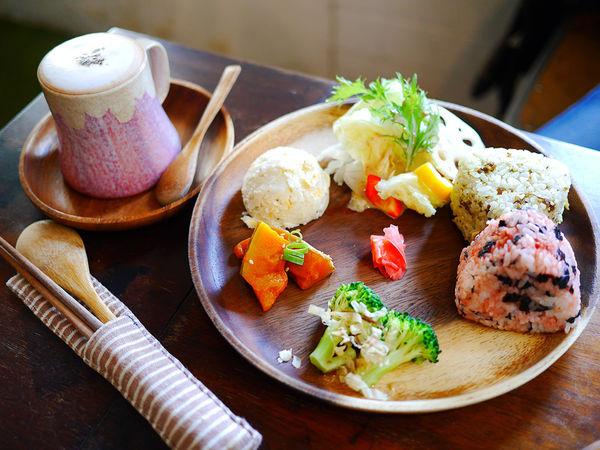 巷弄中取靜的老屋Kokoni cafe日式定食二店,富士山杯拍照好品