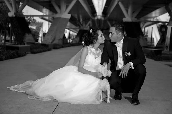 Fotógrafo de bodas Cuauhtémoc Bello (flashbackartfil). Foto del 05.04.2017