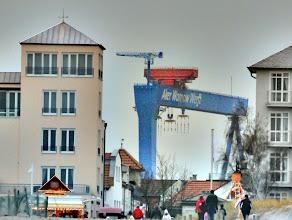Photo: Vor der Insolvenz der Werften in Wismar und Rostock im Jahre 2009 arbeiteten auf den beiden Werften etwa 2400 Menschen. Im April 2010 sind noch ca. 800 Arbeiter beschäftigt.