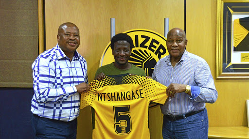 A file photo of Kaizer Chiefs football manager Bobby Motaung (L) and club supremo Kaizer Motaung (R) welcoming new recruit Siphelele Ntshangase.