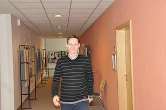 Photo: Přichází Tomáš. Na projekci dorazil stejně jako předchozí Tomáš také z Prahy, kde studuje. V červenci s Ondrou a se mnou natočil velmi zajímavý dokument. Naleznete ho na výukovém webu společenských věd.