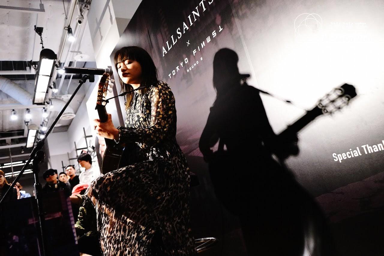 【迷迷現場】日本靈魂歌姬 iri 現身AllSaints信義旗艦店 獨家不插電演出魅力嗓音迷走都會現場