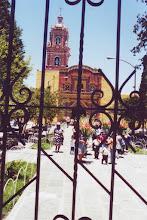 Photo: #017-Le Zocalo avec l'une des 365 églises de Puebla.