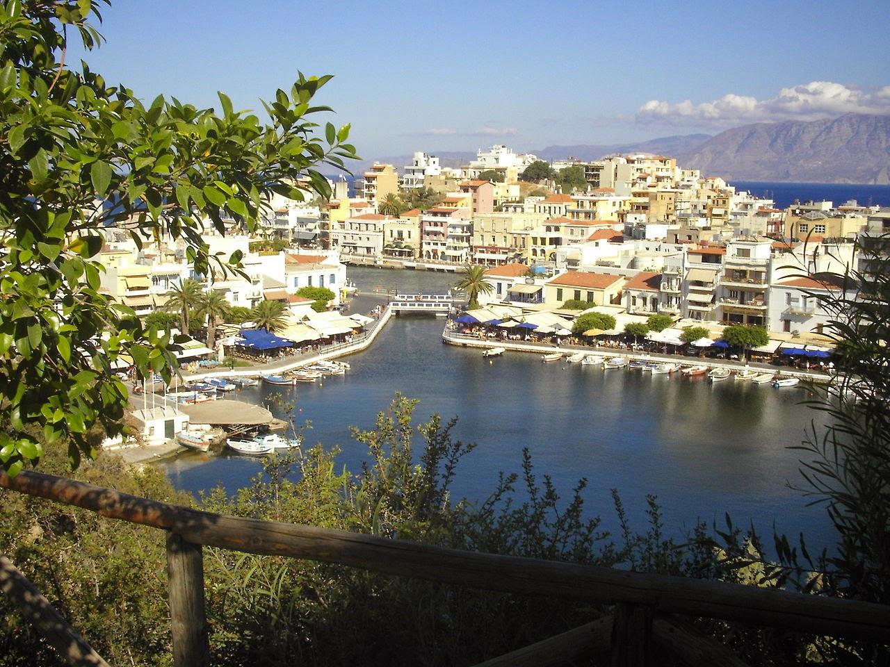 Агиос Николаос особенно любим туристами за его тихие улочки и многочисленные кафе и рестораны